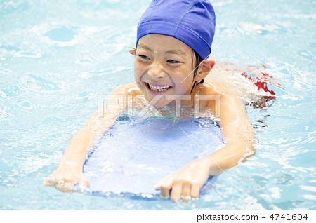 男孩 人 首页 照片 人物 男性 男孩 游泳 男孩 人  *pixta限定素材仅