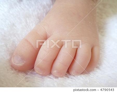 图库照片: 婴儿的脚 数字 手指