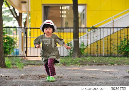 相似 照片 关键词 儿童, 跑步, 后代, 奔跑, 运行, 幼儿, 婴儿, 小孩