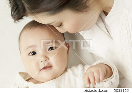 照片素材(图片): 父母和小孩 亲子 女生
