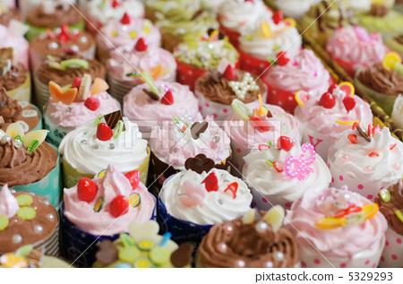 姿势_表情_动作 构图 全身 装饰糖果 甜食 糖果店  *pixta限定素材仅