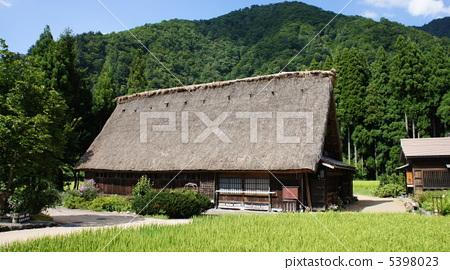 人字形木屋顶 建筑 五个山