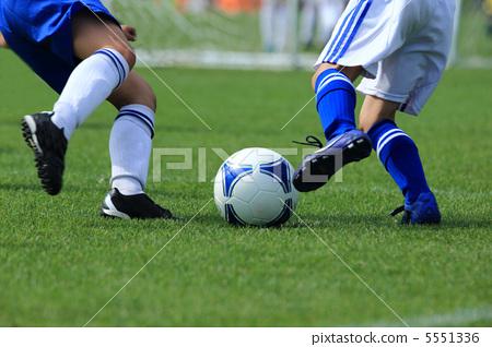 足球 运球 球赛 5551336