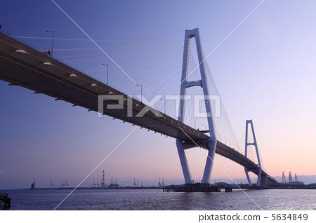 照片素材(图片): 桥梁 斜拉桥 悬索桥