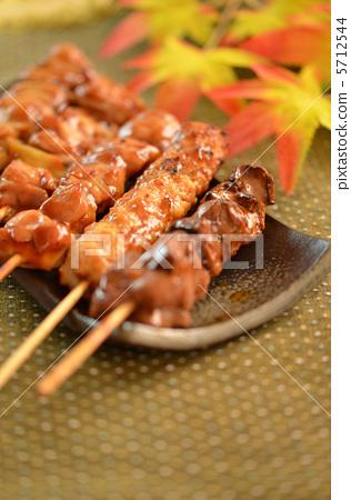 照片素材(图片): 日式烤鸡串 鸡肉烤串 串烧