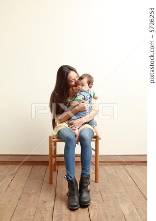 父母和小孩 儿童 孩子