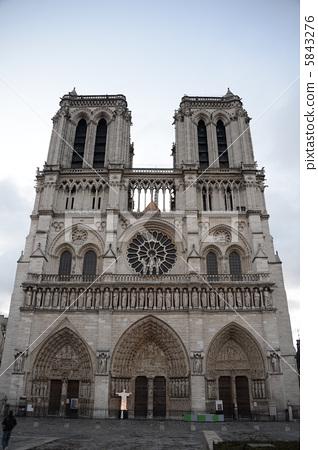 照片素材(图片): 圣母院大教堂 巴黎圣母院 圆花窗