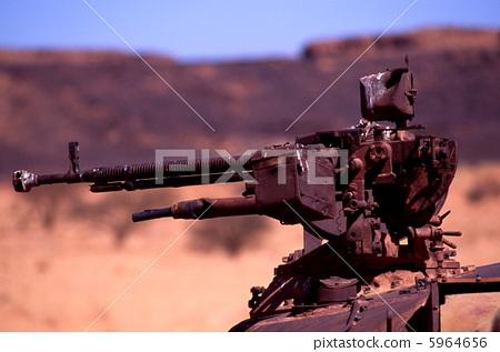 脸部_身体 身体_身体部分 手臂 机关枪 残骸 武器  *pixta限定素材仅