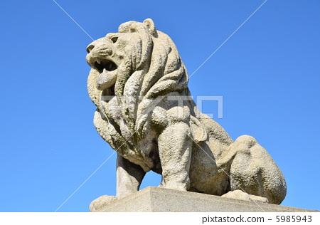 照片: 石像 狮子雕像 母狮