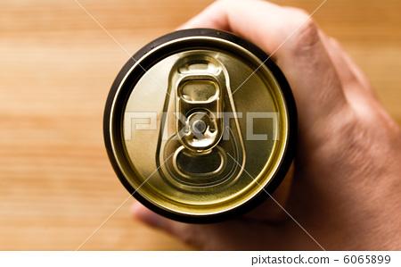 一听啤酒热量_图库照片: 一听啤酒 啤酒 淡啤酒