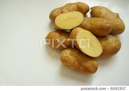 图库照片: 土豆 马铃薯 切开图片