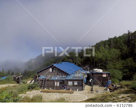 照片: 山庄 山野中的小木屋 山区别墅