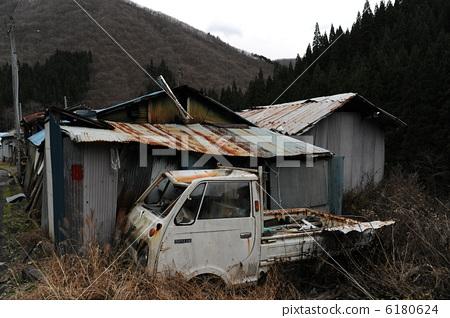 照片 废弃的房屋 亚硝基 铁皮屋顶  pixta限定素材      废弃的房屋