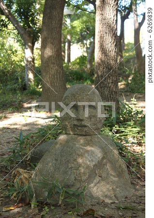 图库照片: 石像 鹤见绿地 绿地公园