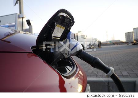 一辆环保汽车 电动汽车 充电器