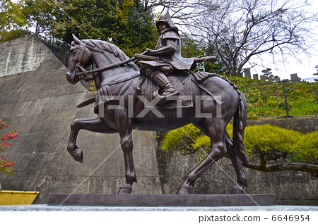 照片: 铜像 标志性 骑马的雕像