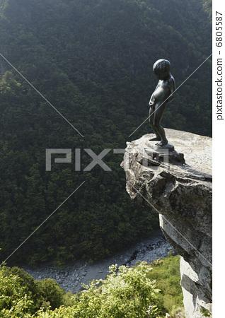 照片: 丘比特雕像向喷泉里撒尿 德岛县 日本