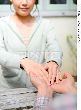 照片 脸部_身体 身体_身体部分 手 手 抓住 喜欢  *pixta限定素材仅在
