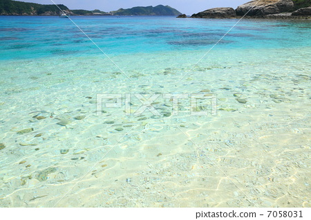 行为_动作 看 照片 渡嘉敷岛 夏季图像 海蓝色 首页 照片 姿势_表情