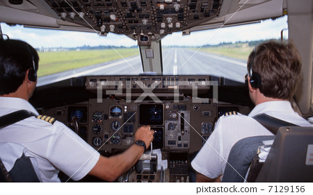 机长驾驶舱视角实拍的飞机起降过程里的歌叫什么