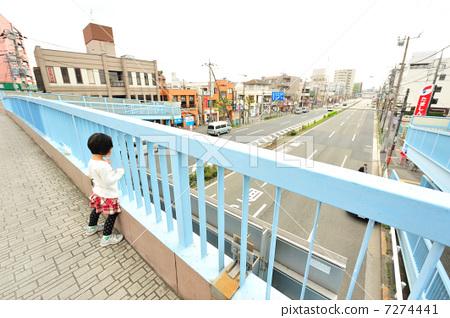 儿童人行天桥的简笔画