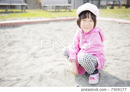 儿童 砂坑 玩沙