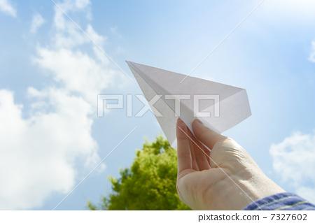 纸飞机 成熟男人 晴朗