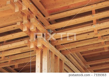 照片: 木框 木结构 天花板