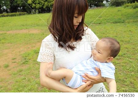 家庭 家庭 宝贝 父母和小孩  图库照片#7456530 授权信息此素材有模特