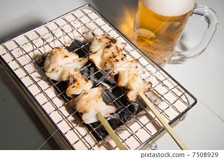 照片素材(图片): 日式烤鸡串 鸡肉烤串 烧烤架
