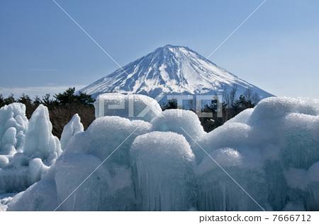 首页 照片 日本风景 山梨 富士山 冰柱 富士山 晴天  *pixta限定素材