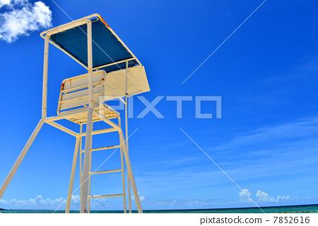 救生员了望塔 看守-图库照片