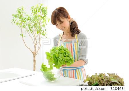 蔬菜 首页 照片 人物 女性 主妇 主妇 家庭主妇 蔬菜  *pixta限定素材