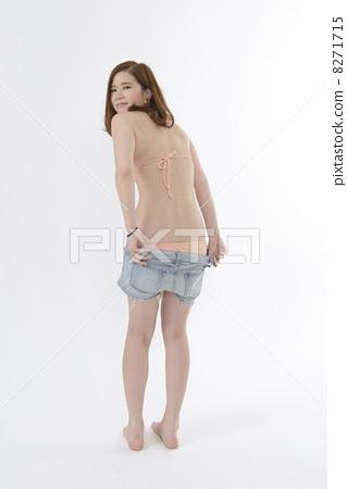 图库照片: 更衣 脱衣服 女生