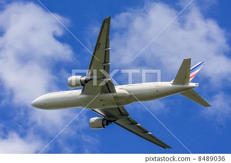 照片素材(图片): 起飞 离开 客用飞机