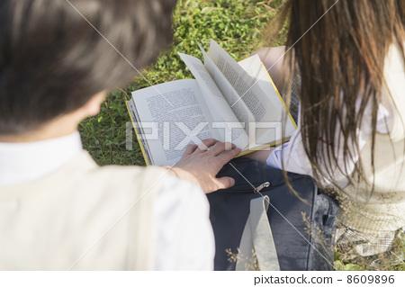 首页 照片 人物 男女 情侣/夫妻 高中生 阅读 夫妇  *pixta限定素材仅