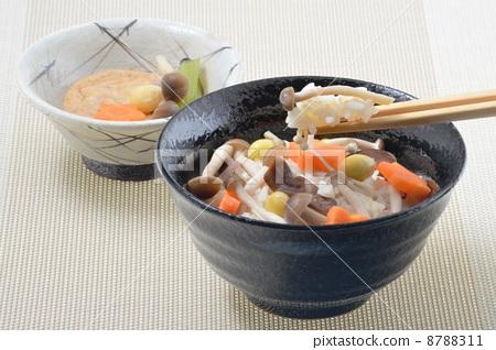 照片素材(图片): 煮杂烩饭 日式风格 和式