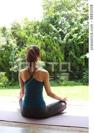 照片 姿势_表情_动作 构图 背影 瑜伽 瑜珈 盘脚坐  *pixta限定素材仅