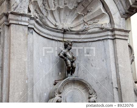 图库照片: 丘比特雕像向喷泉里撒尿 比利时 国外旅游