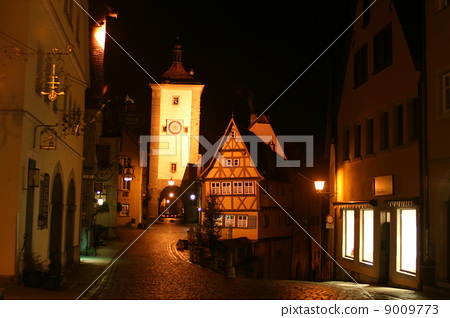 运动_运动 足球 守门员 罗滕堡市 一排房子 每扇门  *pixta限定素材仅