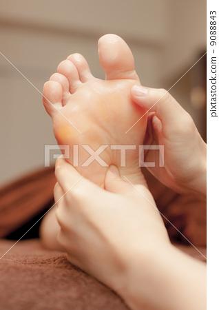 图库照片: 按摩脚的压力点 美容院 护肤