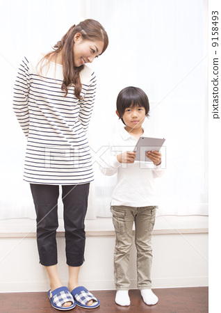 父母和小孩 阅读 可爱  图库照片#9158493 授权信息此素材有模特摄影