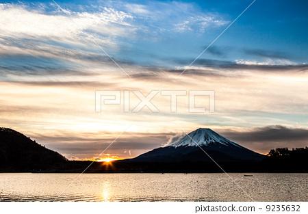 照片: 富士山 日出 清晨