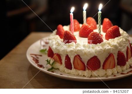 生日蛋糕的蜡烛可不可以吃