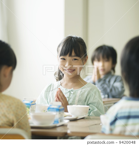 感恩 学校午餐 小学生