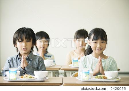 午餐 学校午餐 小学生