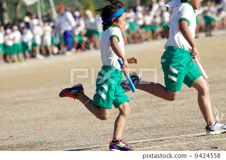 姿势_表情_动作 行为_动作 跑步 奔跑 接力赛 跑步  *pixta限定素材仅