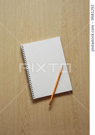 首页 照片 家电 电脑 笔记本 书写工具 铅笔 笔记本  *pixta限定素材
