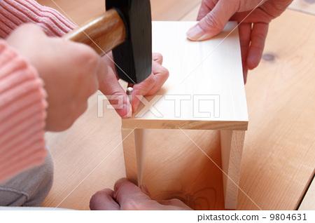 父母和小孩 手工的 木头