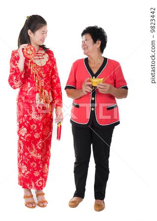图库照片: chinese new year mother and daughter